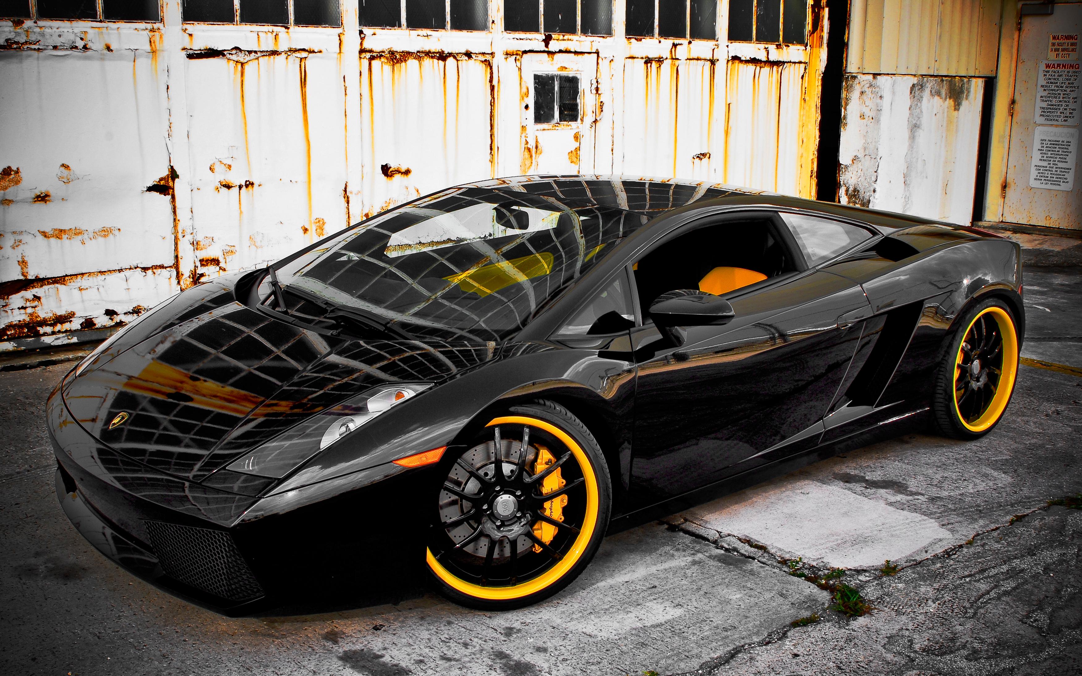 Země, kde se nevyplatí šlapat na plyn: I policisté mohou mít Lamborghini