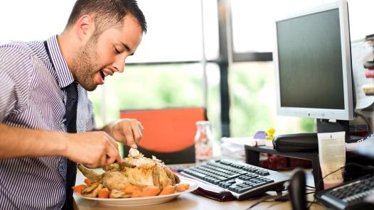 Rozdílné stravování u žen a mužů