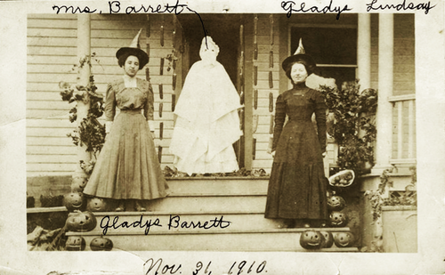 Old Halloween Costumes From Between the 1900's to 1920's (1)