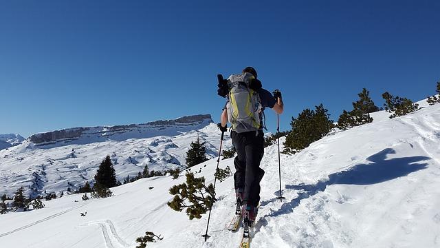 ski-tour-635974_640
