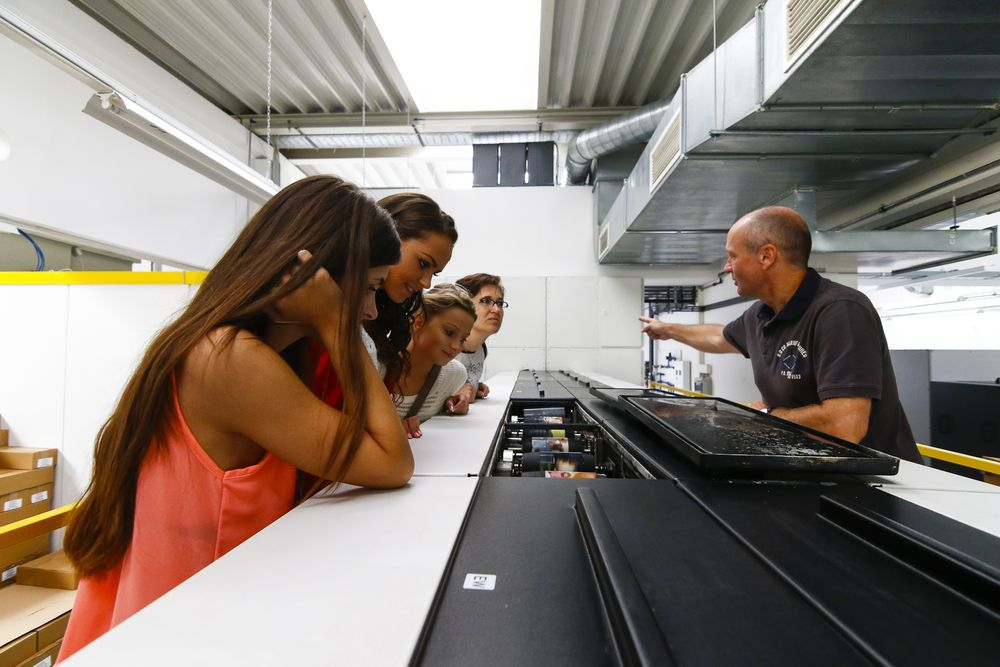 03_Vitezky se podivaly do rakouskeho Freistadtu na vyrobu fotografii a fotoknih v laboratori HF