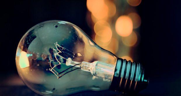 Víte, kdy vznikla úplně první žárovka?
