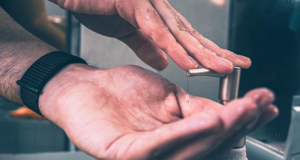 Jaký je rozdíl mezi dezinfekčním a antibakteriálním gelem?